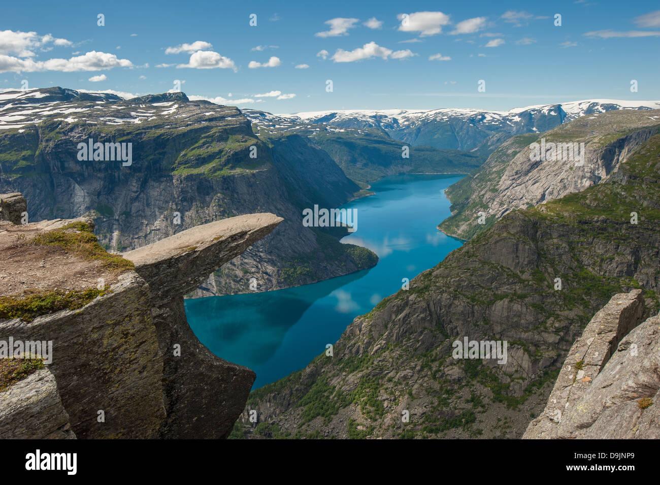 Trolltunga, Trolls Zunge Felsen über dem See Ringedalsvatnet, Norwegen Stockbild