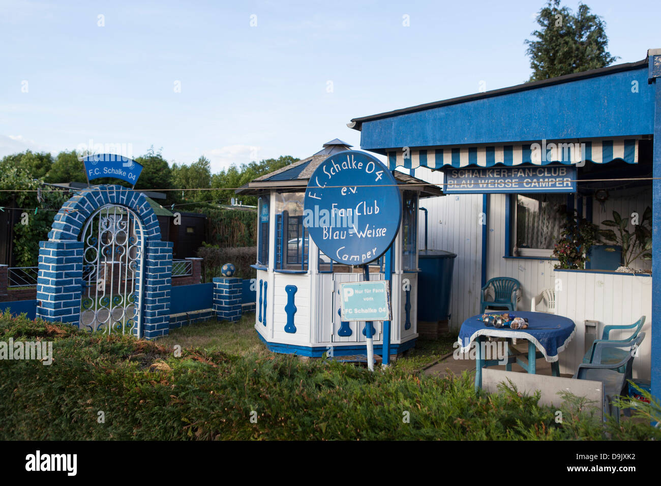 camping haus von schalke 04 fans gemacht stockfoto bild 57579062 alamy. Black Bedroom Furniture Sets. Home Design Ideas