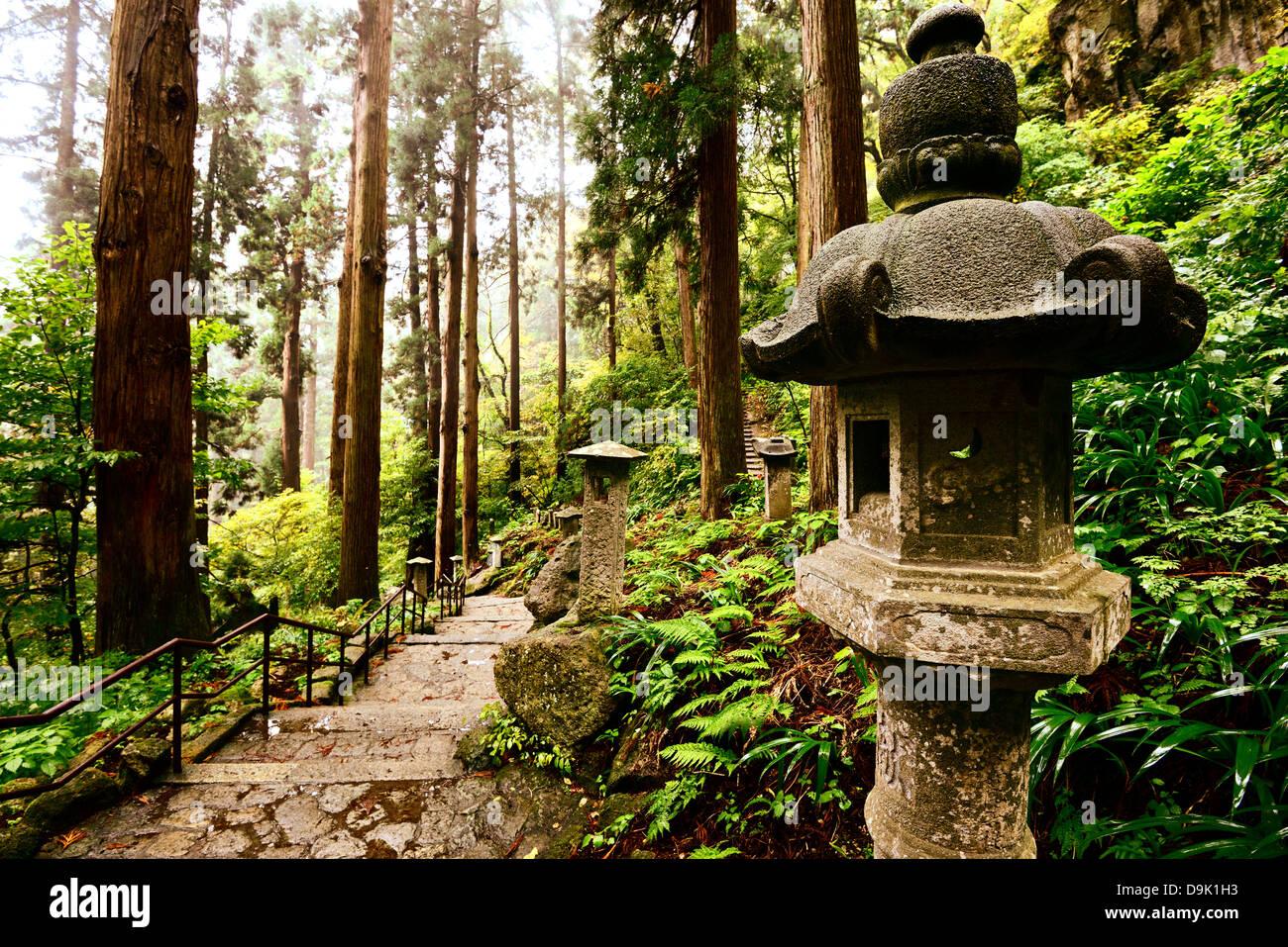 Wanderweg zum Yamadera Berg Tempel in Yamagata, Japan. Stockbild