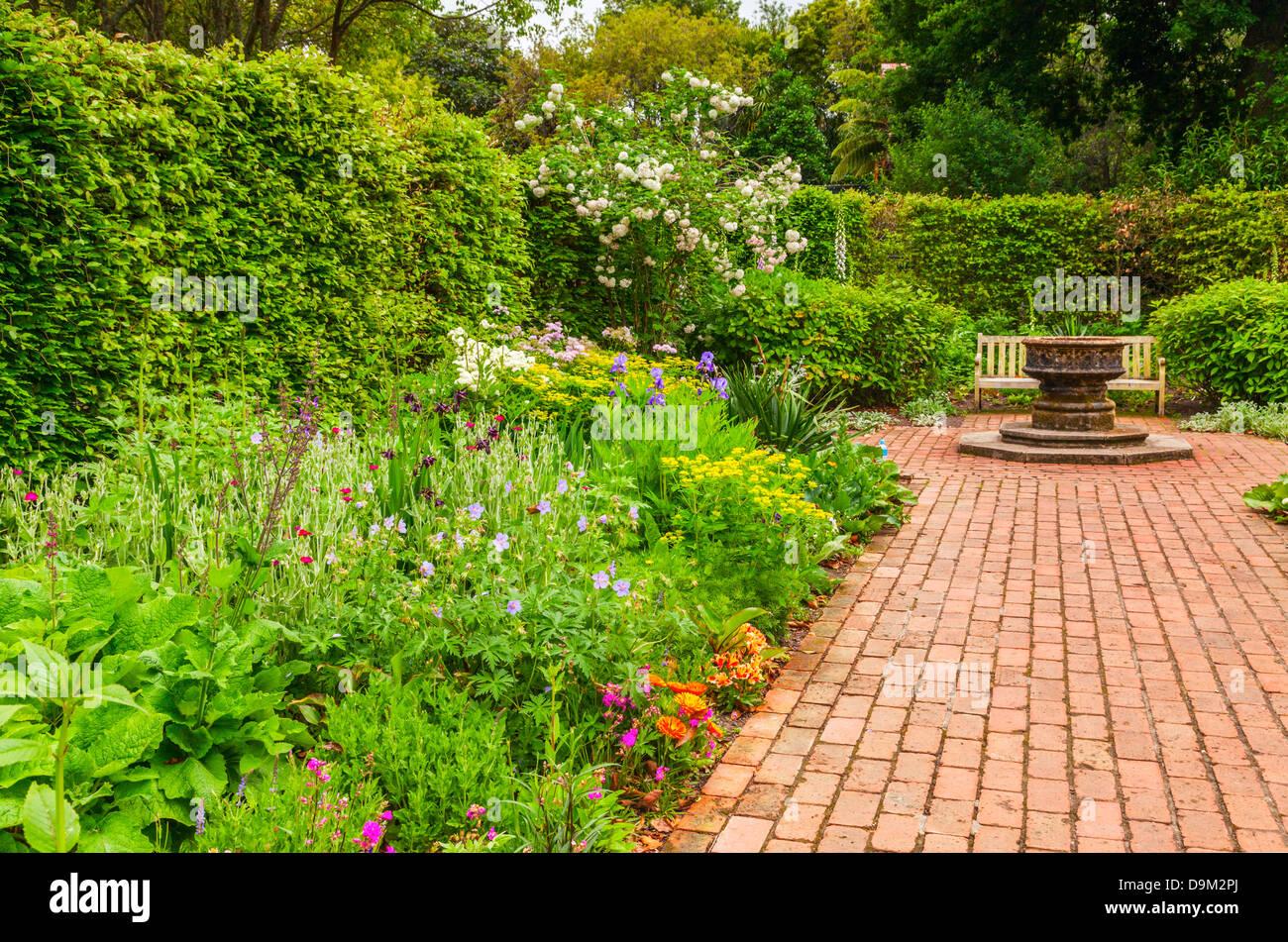Krautige Grenze, English Flower Garden, Hamilton Gardens, Hamilton, Waikato, Neuseeland. Stockbild