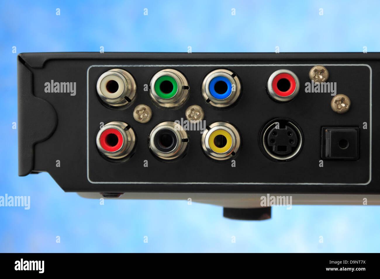 Ausgabe-Port-dvd-Player auf blauem Hintergrund Stockbild