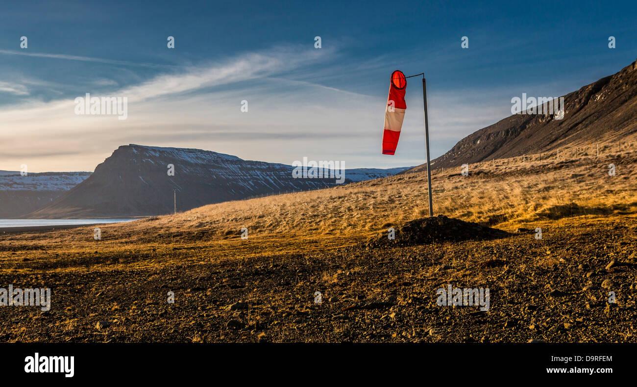 Windsack von Landebahn, Snaefellsnes Halbinsel, Island. Stockbild
