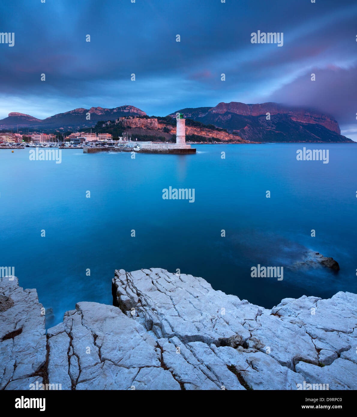 Cassis in der Abenddämmerung, Bouches-du-Rhône, Côte d ' Azur, Provence, Frankreich Stockbild