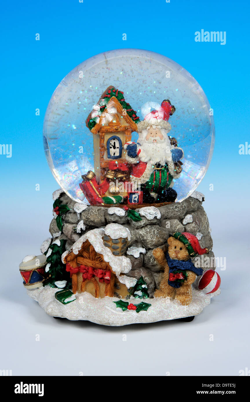 Weihnachten-Schneekugel mit Weihnachtsmann auf blauem Grund ...