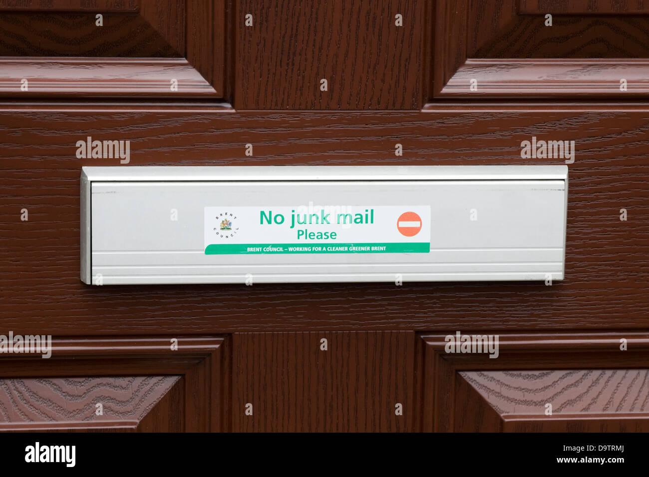 """Bewaldeten Eingangstür mit Briefkasten Hinweis """"No Junk-Mail"""" Stockbild"""