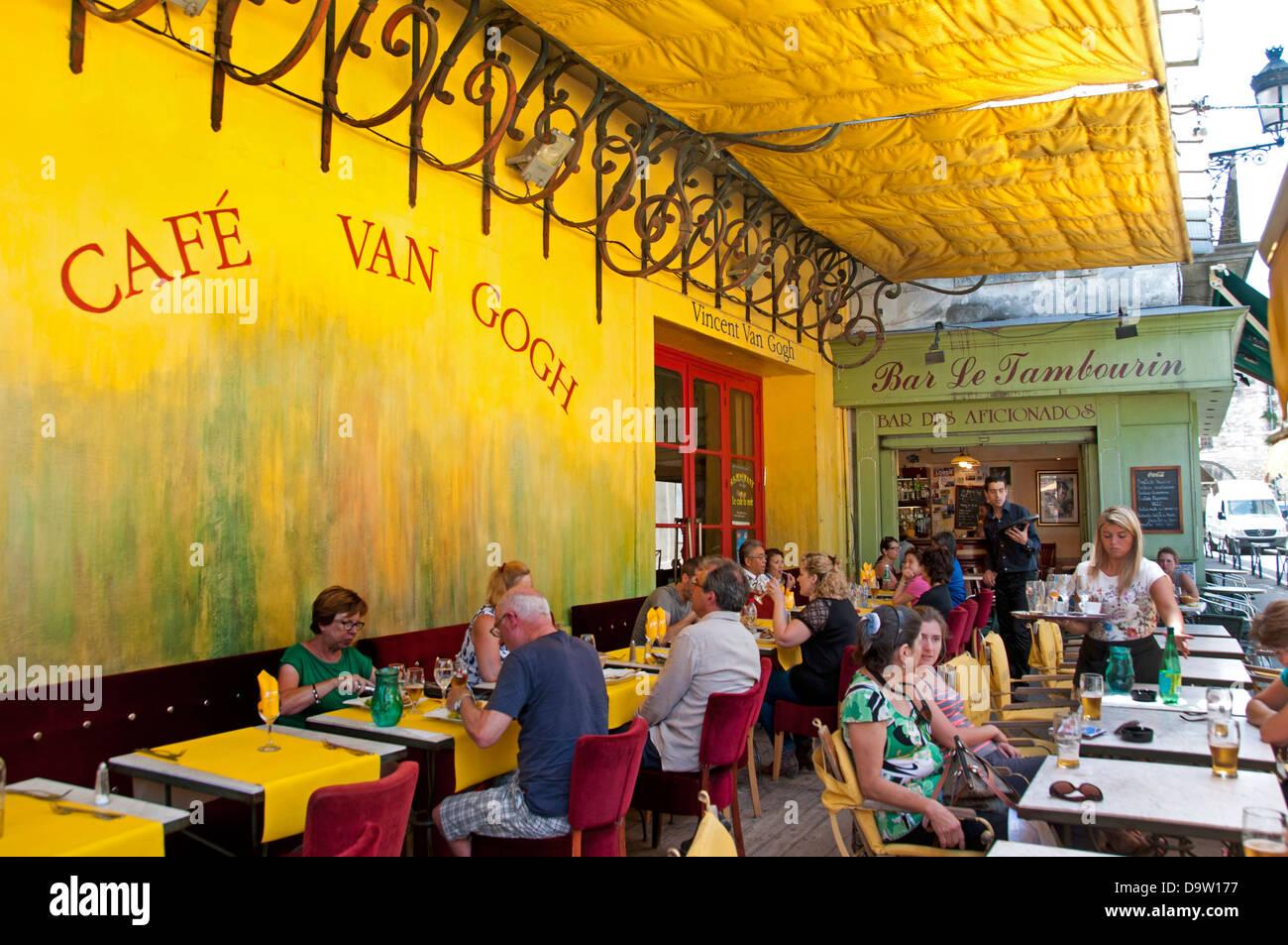 Cafe Van Gogh Die Cafeterrasse Bei Nacht Place Du Forum Arles