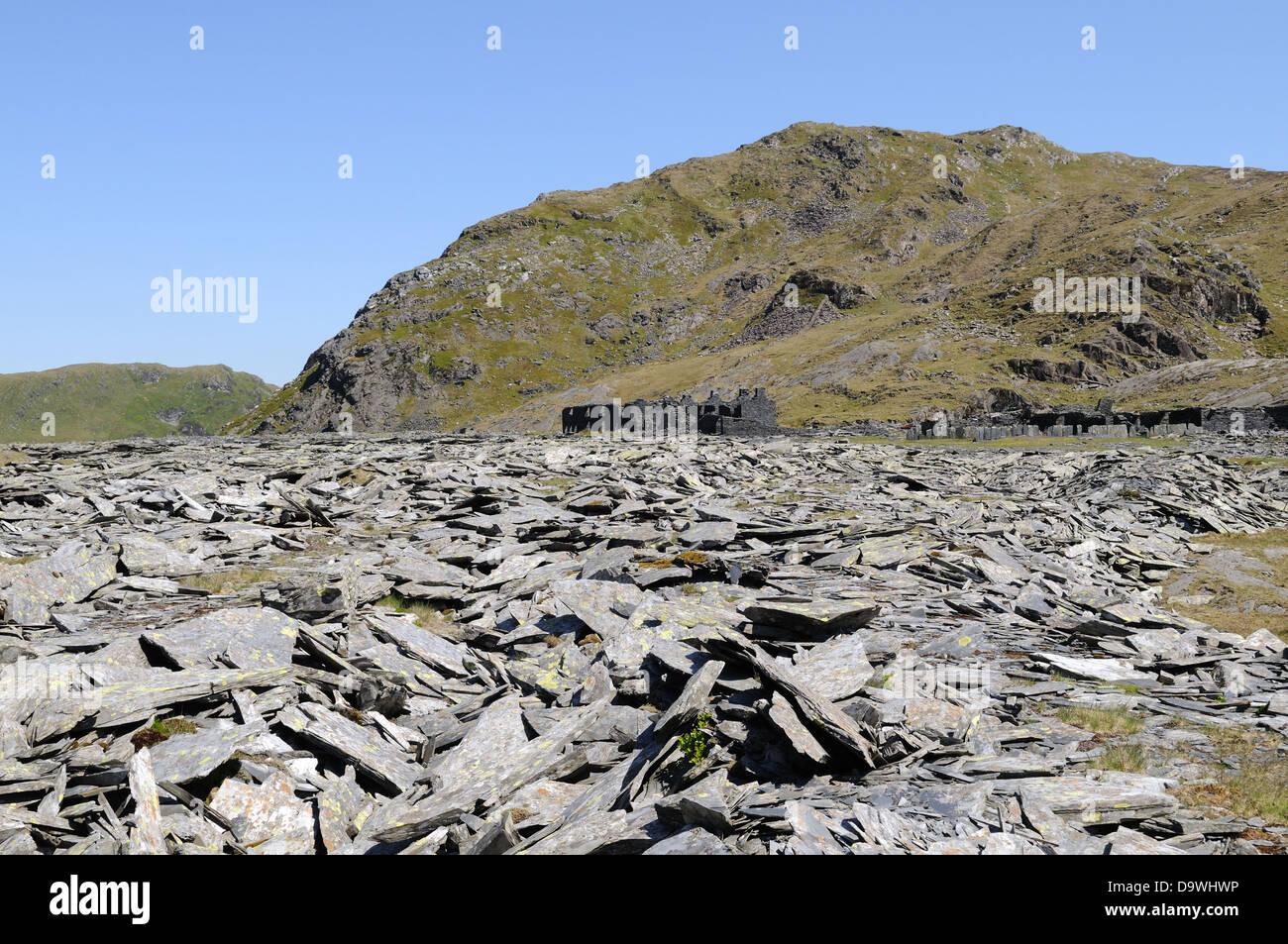 Schiefer verwöhnen Heap und Ruinen der stillgelegten Rhosydd Slate Mine Gwynedd Wales Cymru UK GB Stockbild