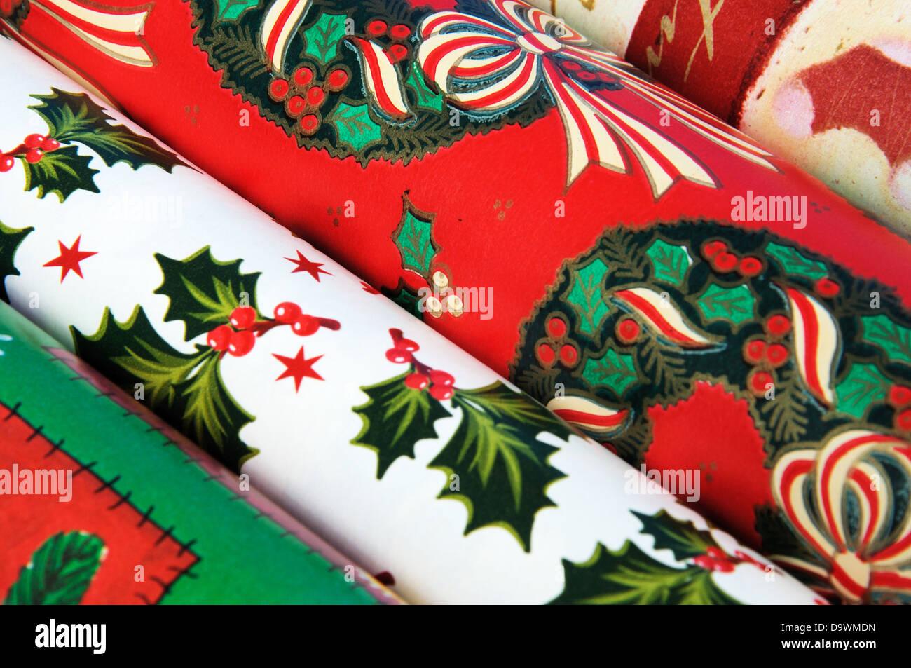 Bunten Weihnachts-Geschenkpapier Rollen Stockfoto, Bild: 57727873 ...