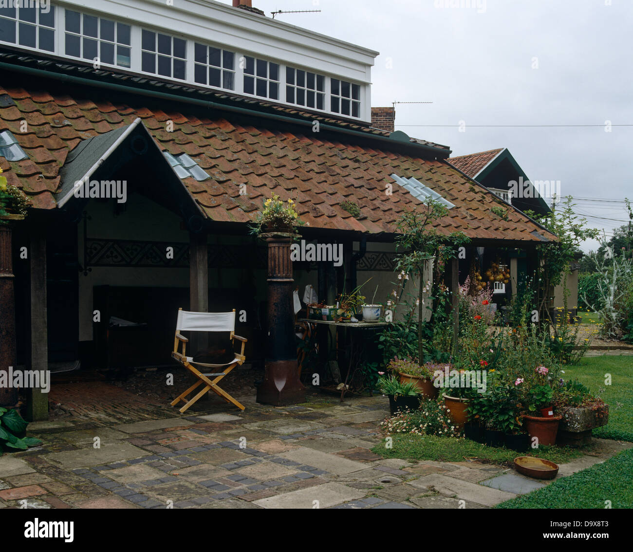 veranda on country house furniture stockfotos veranda on country house furniture bilder alamy. Black Bedroom Furniture Sets. Home Design Ideas