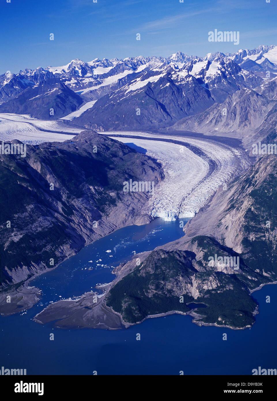 Luftaufnahme von McBride Gletscher fließen in Muir Inlet, Glacier Bay Nationalpark, Alaska. Stockfoto