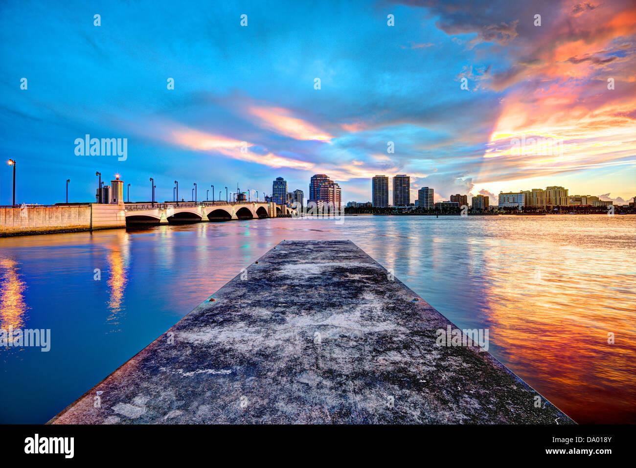 Die Skyline der Innenstadt West Palm Beach, Florida. Stockbild