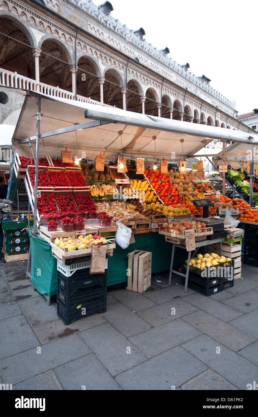 . Italien, Veneto, Padua, Piazza Delle Erbe-Platz, Markt Stockbild