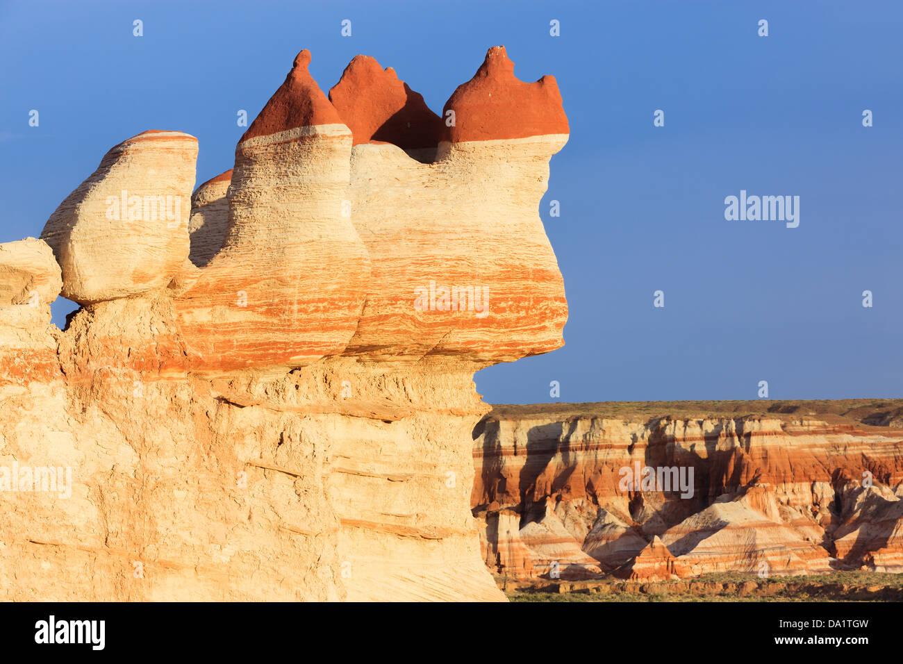 Roten Felsen Findlinge im Blue Canyon Bereich der Moenkopi Wash südlich von Tonalea, Arizona, USA Stockbild