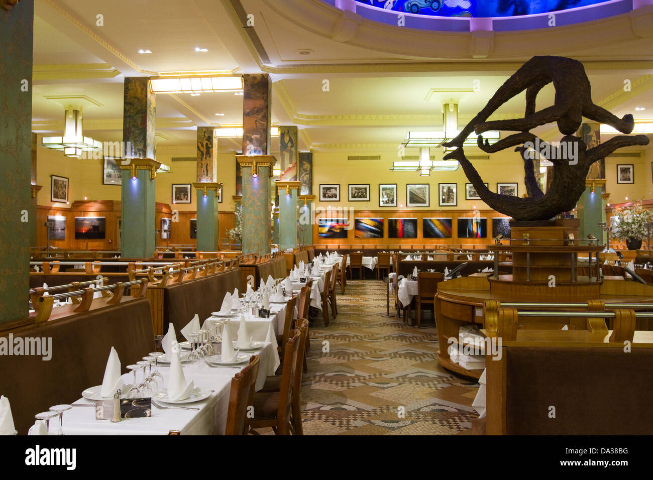 France Paris Art Deco Restaurant Stockfotos & France Paris Art Deco ...