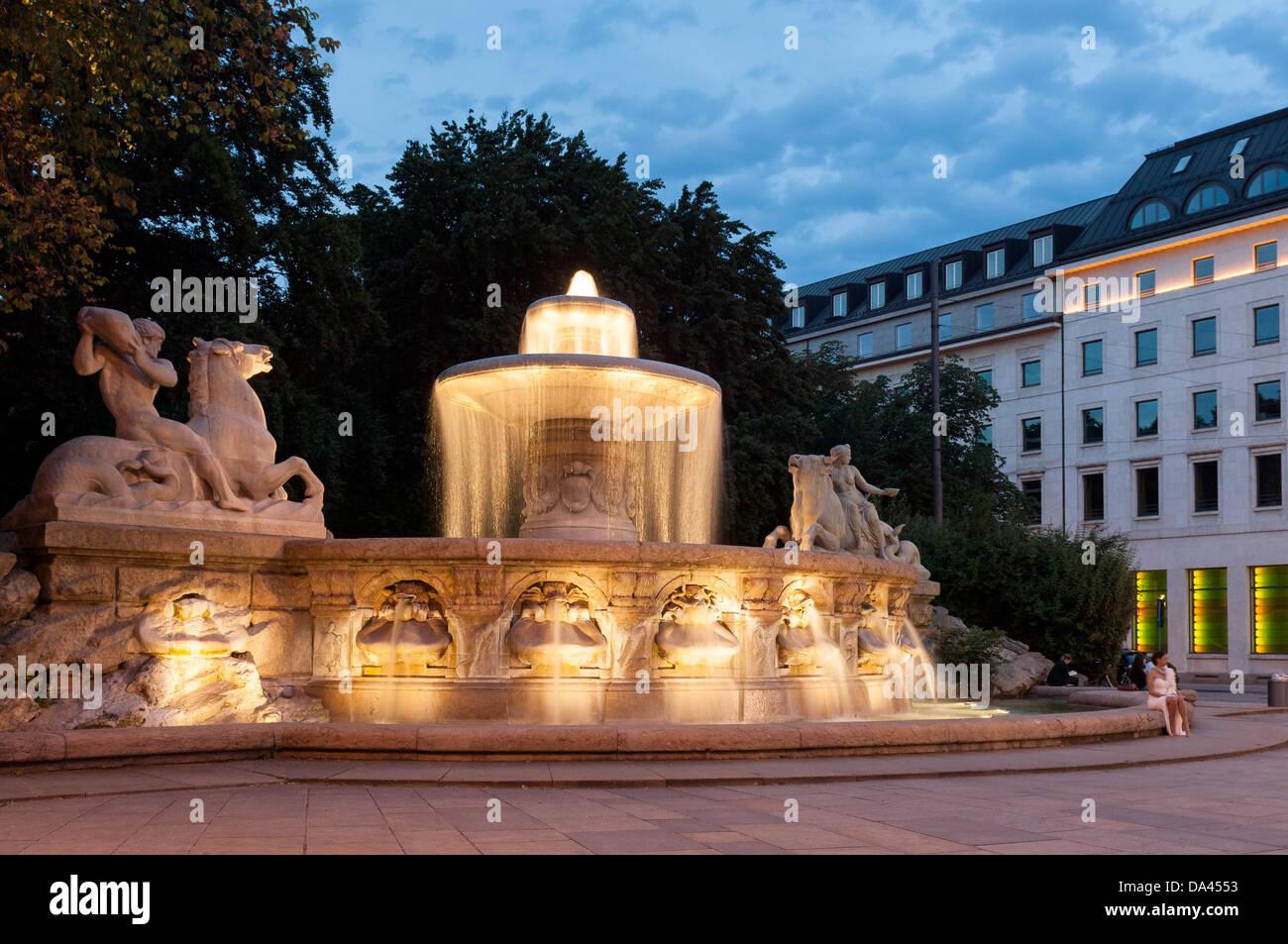 Wittelsbacher Brunnen, Maximiliansplatz, München, Bayern, Deutschland Stockbild