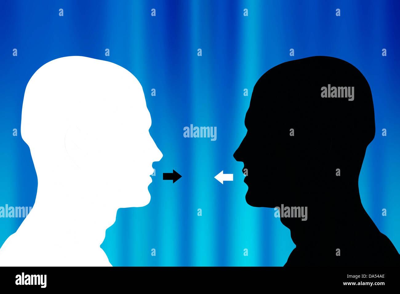 zwei entgegengesetzte männliche Köpfe Silhouette einander gegenüber - Kommunikations-Konzept Stockbild