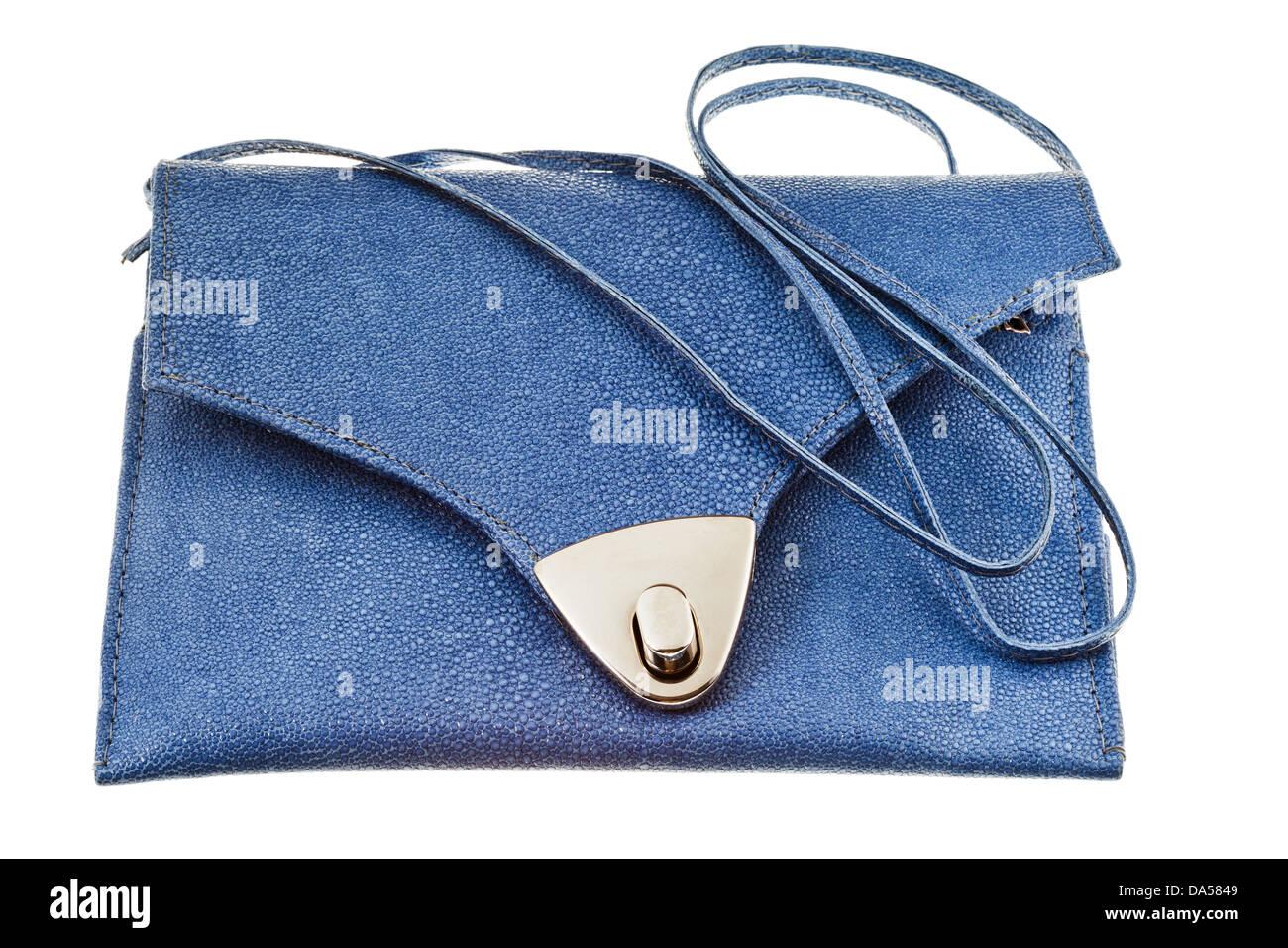 cd9c0932c07da kleine flache blaue Handtasche isoliert auf weißem Hintergrund Stockbild