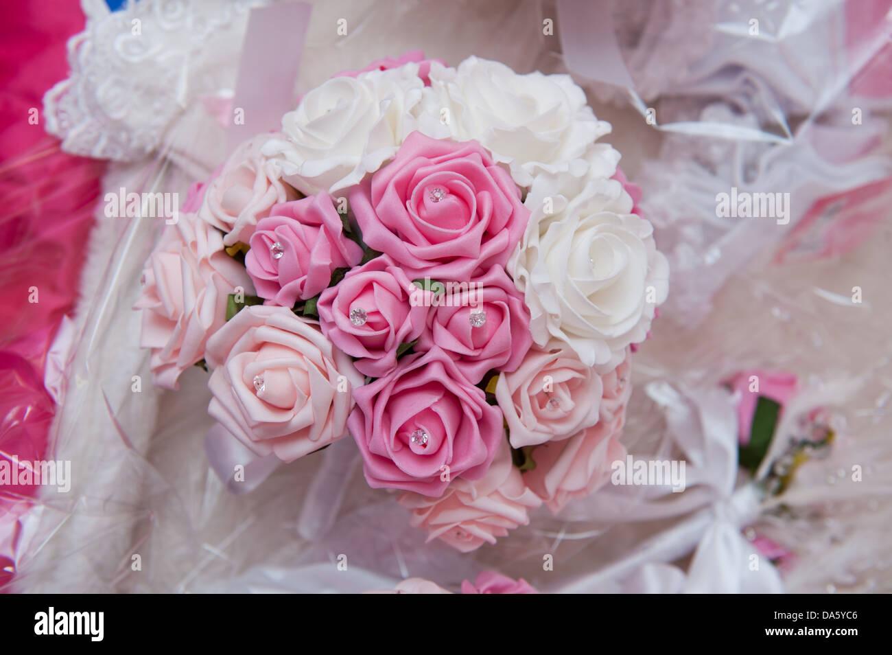 Stoff Rose Blumen Hochzeit Bouquet Mit Diamante Detailliert Auf Eine