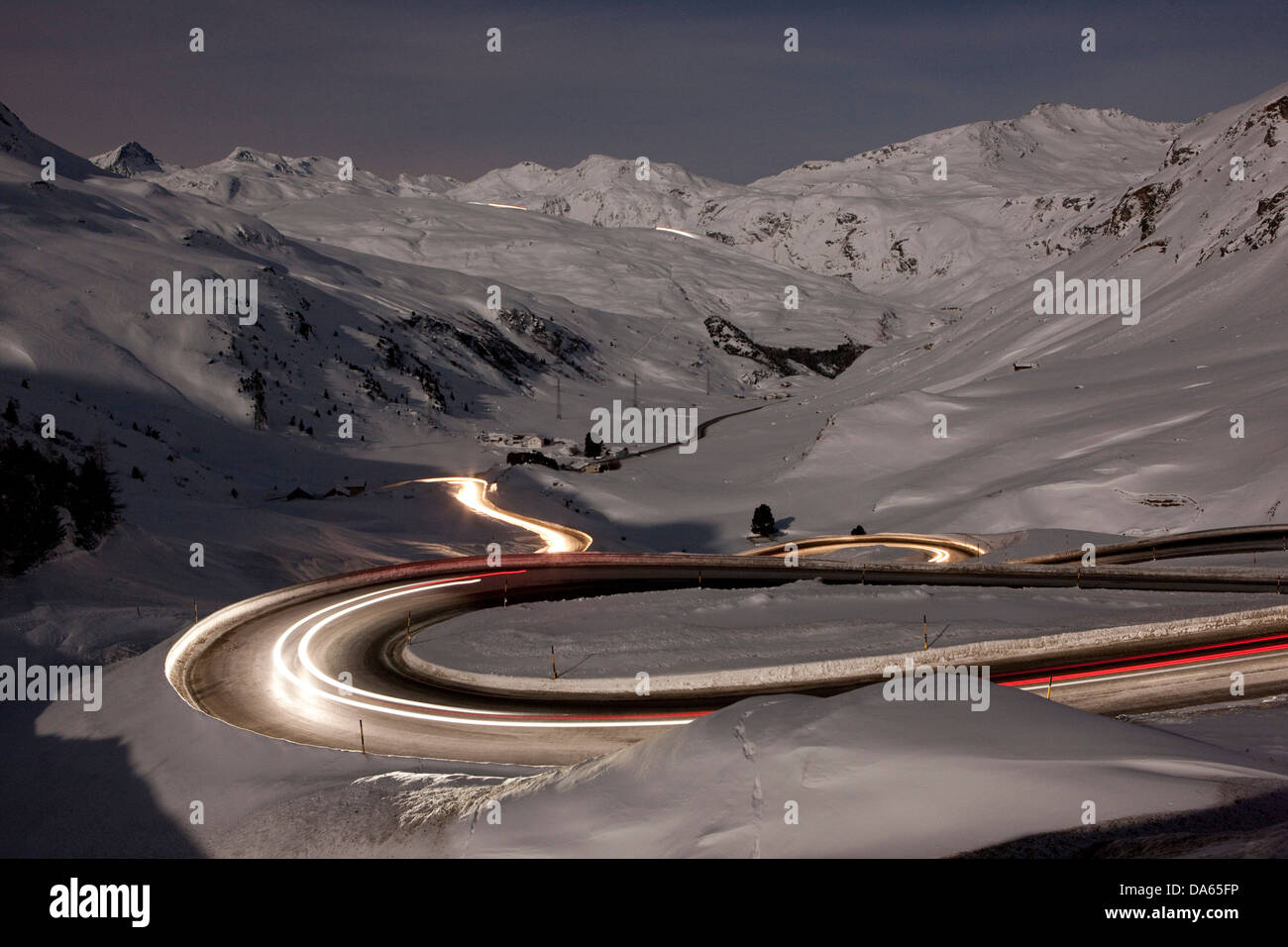 Julier, Bergpass, Pass, Straße, Nacht, dunkel, Verkehr, Transport, Kanton, GR, Graubünden, Graubünden, Stockbild