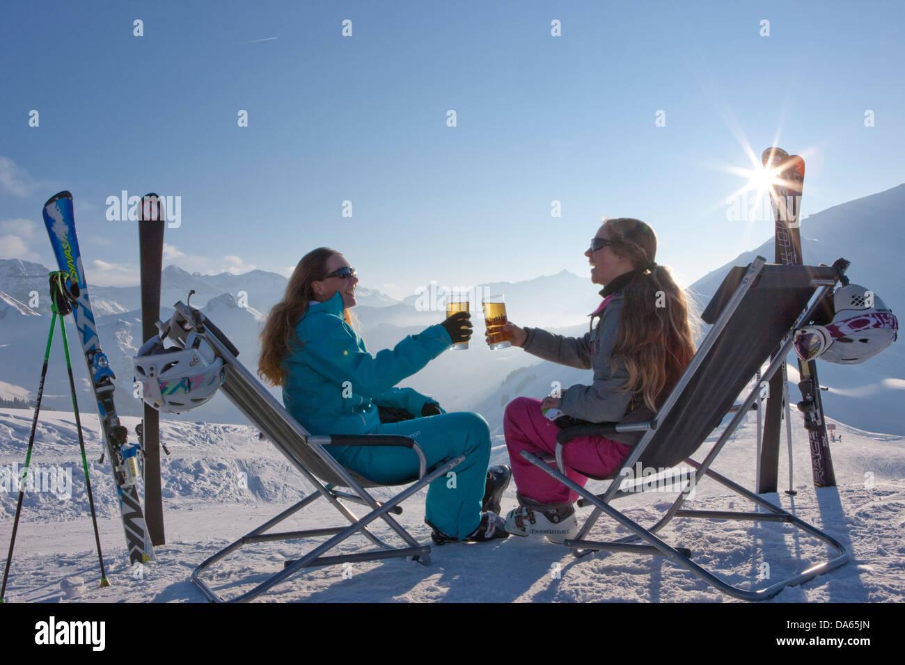 Pause, Stop, Liegestuhl, Skigebiet, Adelboden, Winter, Kanton Bern, Berner Oberland, Frauen, trinken, Tourismus, Stockbild