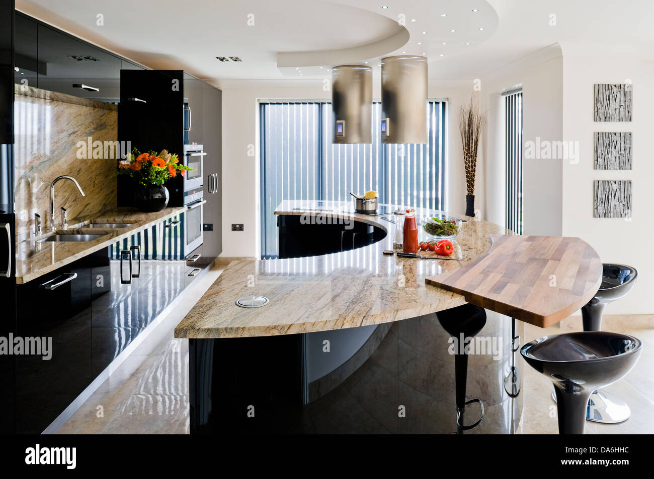 frühstücks-bar auf gekrümmten zentraleinheit mit marmor