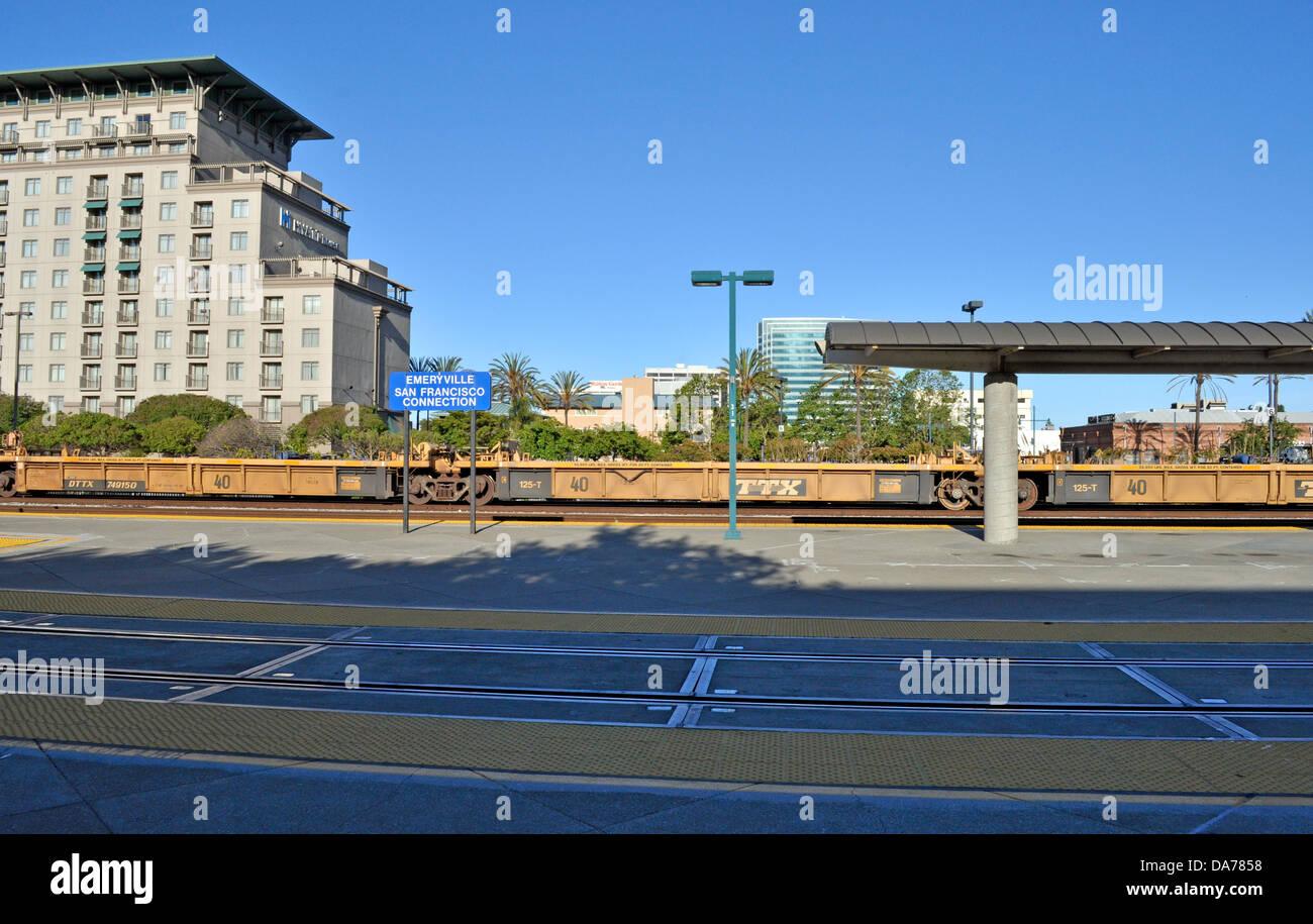 Flachbett-Triebwagen in Emeryville Amtrak-Bahnhof, Kalifornien, USA Stockbild