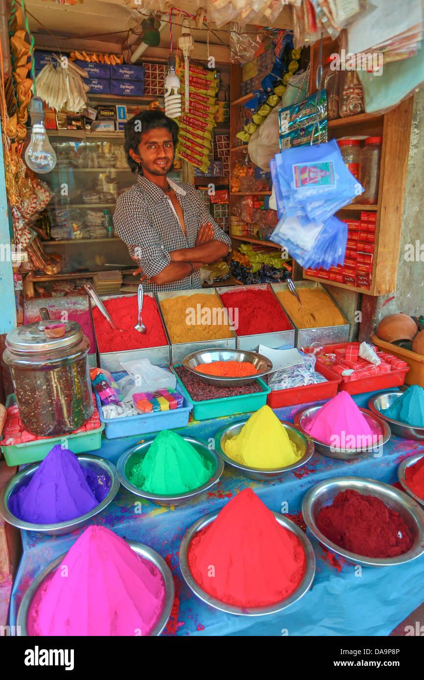 Indien, Süd-Indien, Asien, Karnataka, Mysore, Devarala, Markt, Gewürze, Shop, bunt, Farben, Shop, Lächeln, Stockbild