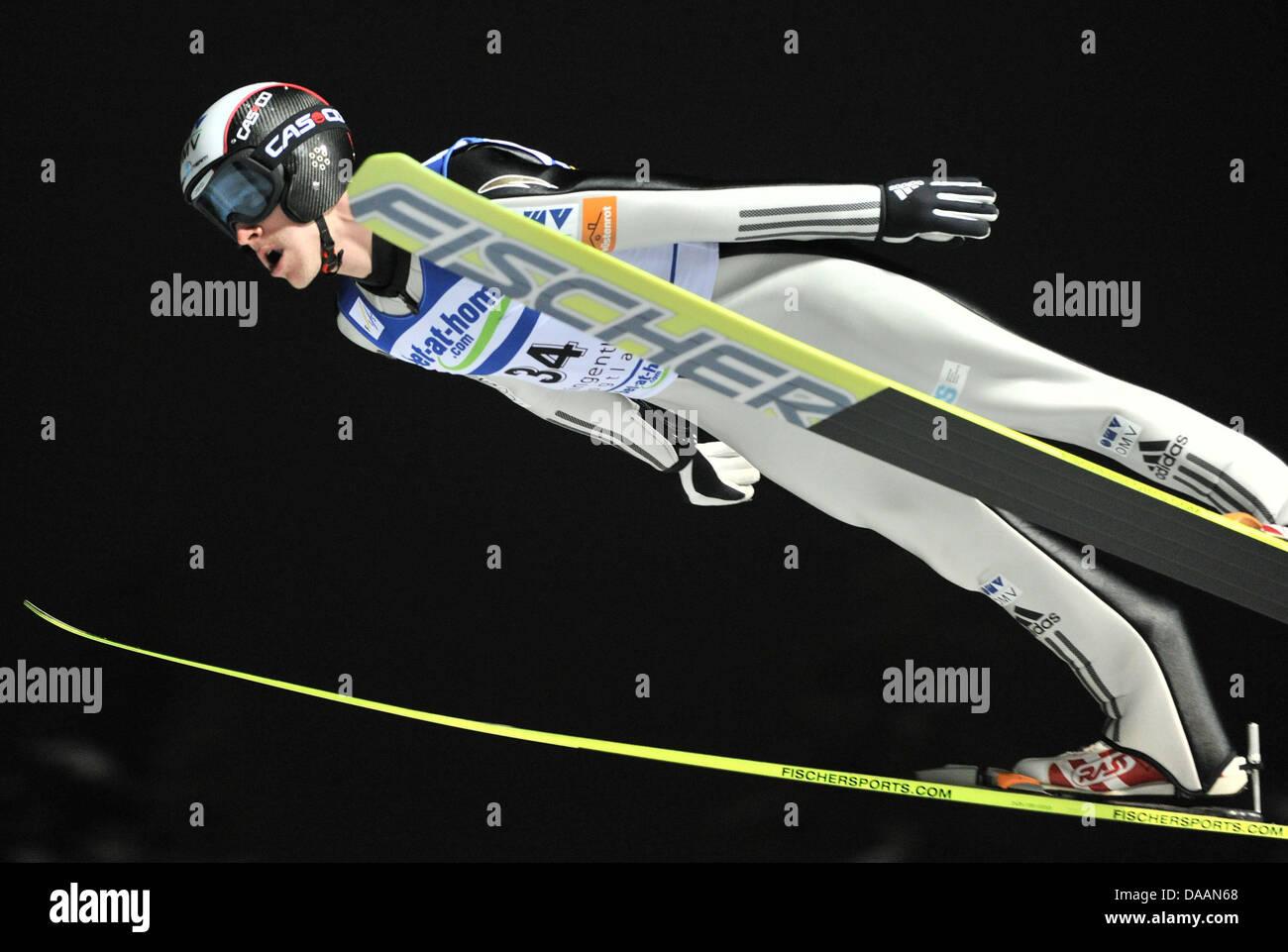 Skispringen Wettbewerbe vektor abbildung. Illustration von wettbewerbe -  108979461