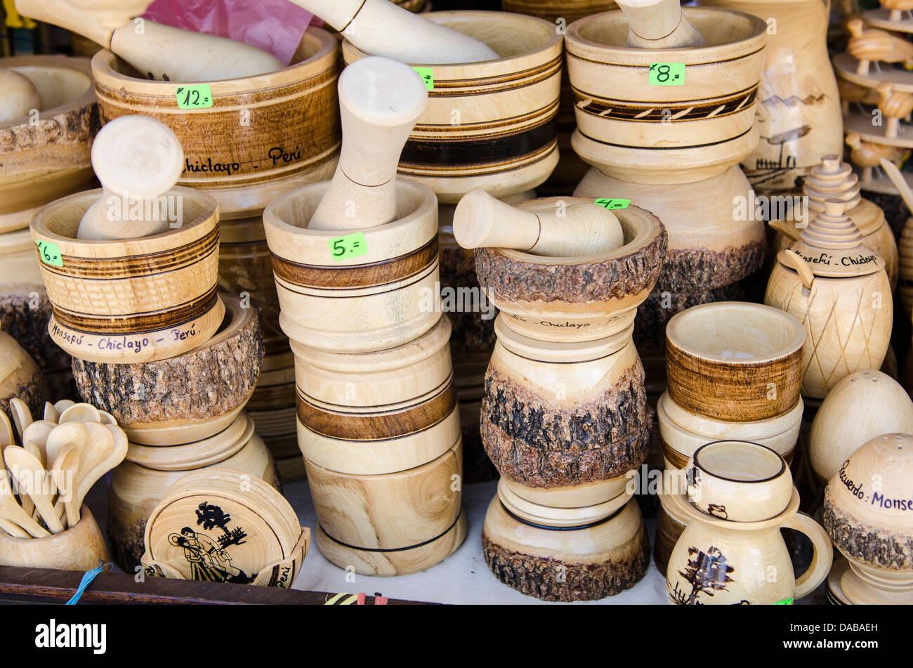 lokale geschnitzt schnitzen holz bewaldeten vasen f llen m rser und st el souvenir souvenirs in. Black Bedroom Furniture Sets. Home Design Ideas