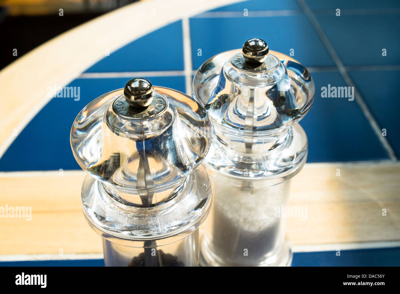 Salz- und Pfeffermühlen, Schleifmaschinen Stockbild