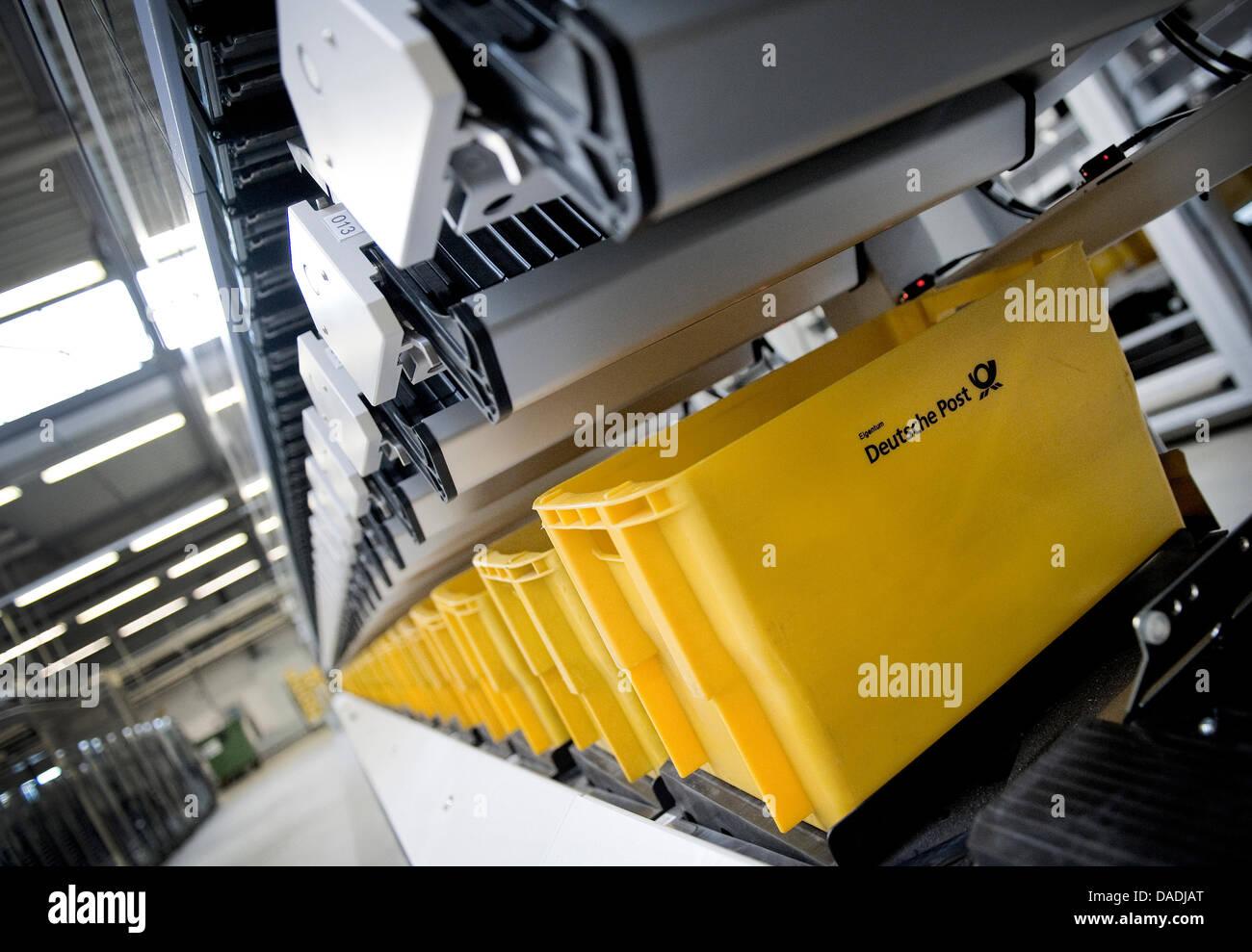 mail sorting machine stockfotos mail sorting machine bilder alamy. Black Bedroom Furniture Sets. Home Design Ideas