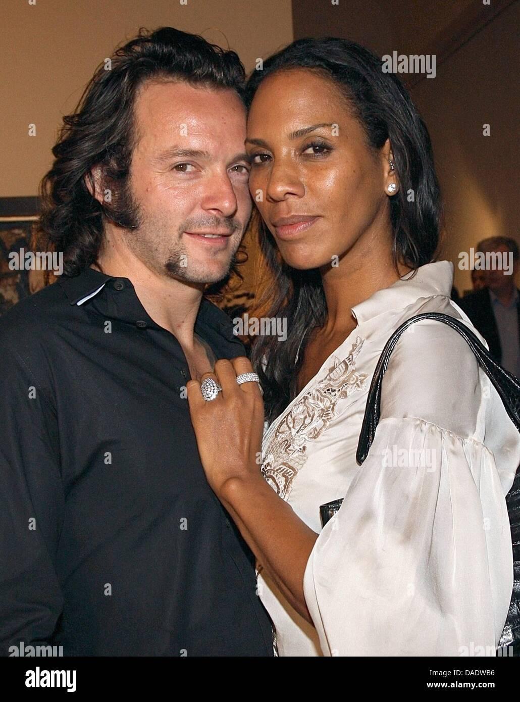 Datei - eine Archiv Bild datiert 16. September 2008 zeigt Barbara Becker und Arne Quinze in München. Laut der Zeitschrift Stockfoto