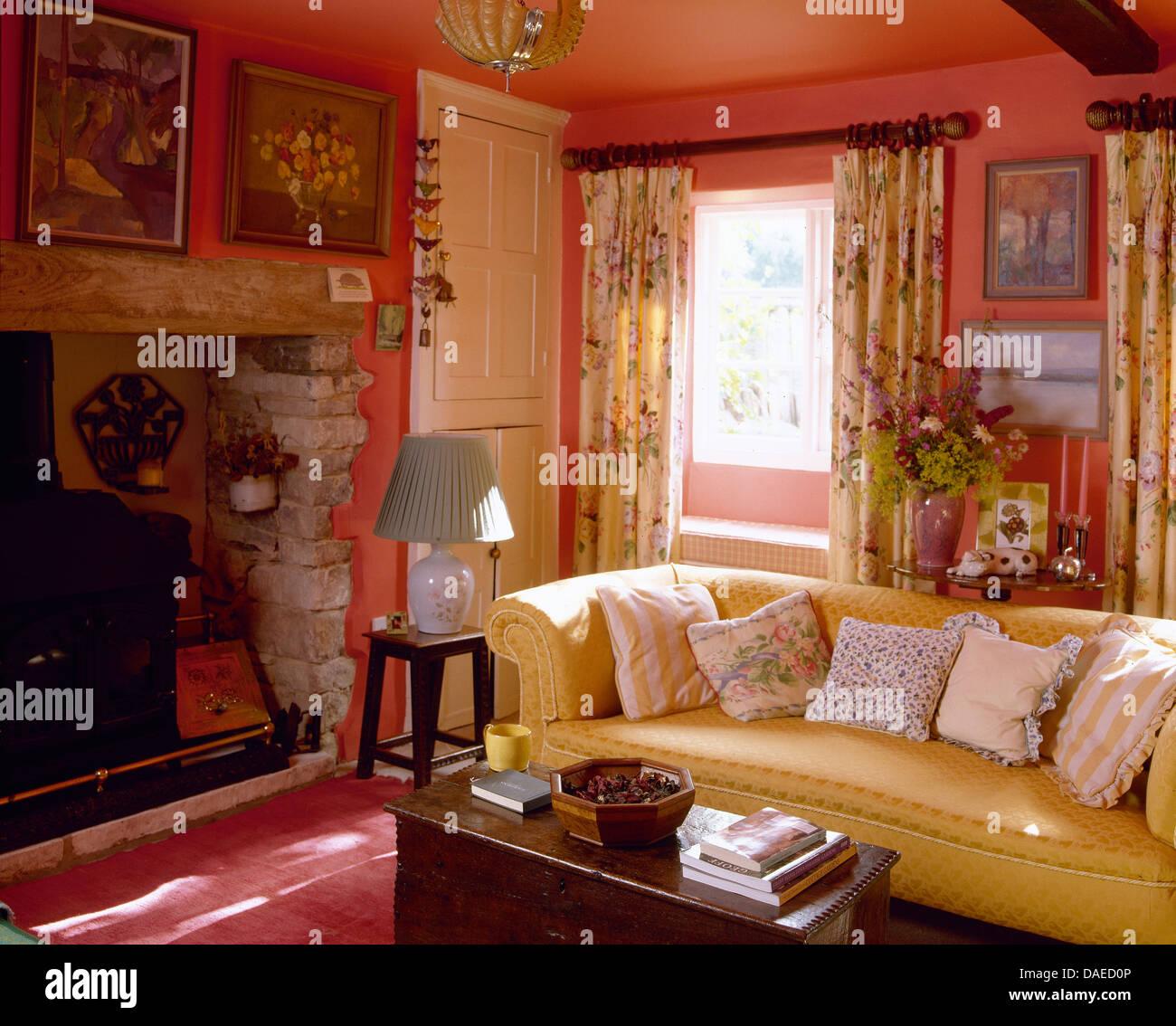 traditional furniture sofa inglenook stockfotos. Black Bedroom Furniture Sets. Home Design Ideas