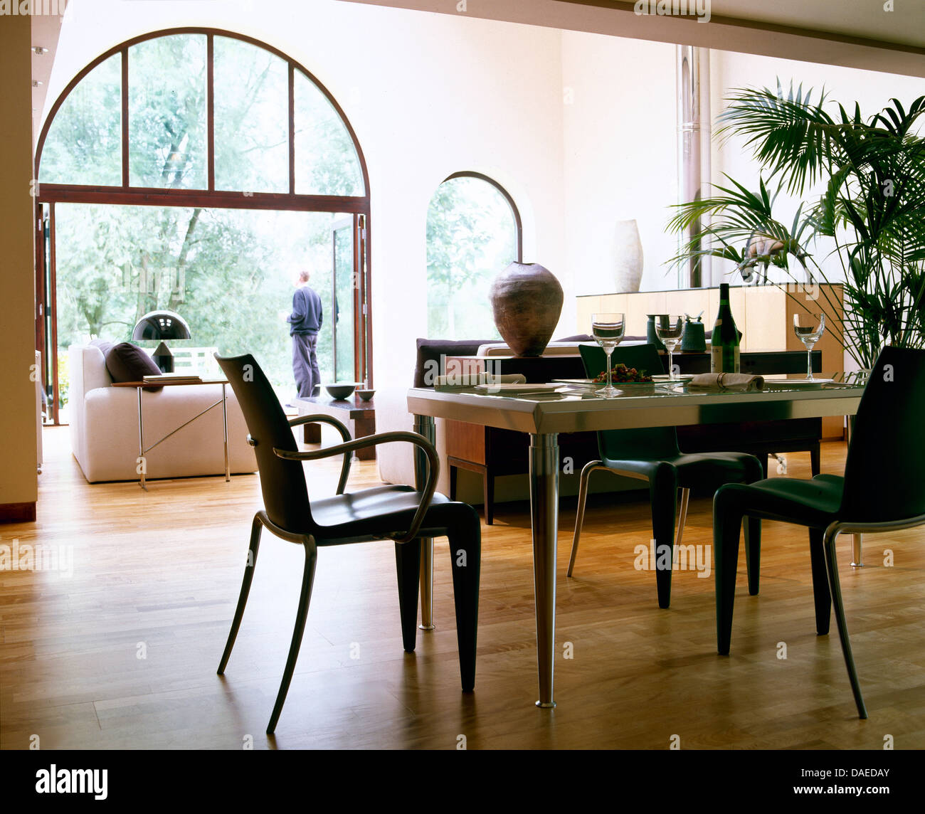 kitchen dining room open plan monochromatic stockfotos kitchen dining room open plan. Black Bedroom Furniture Sets. Home Design Ideas