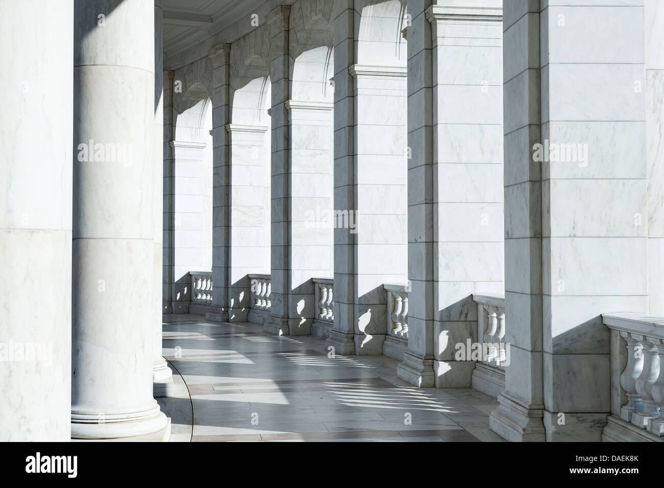 Elegantes Granit Portikus. Stockbild