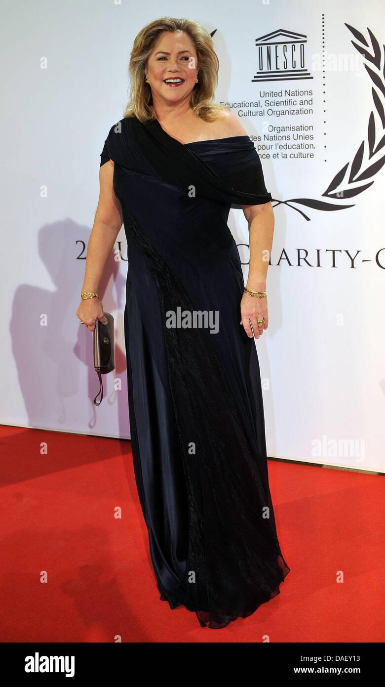 Schauspielerin Kathleen Turner kommt bei der Unesco Charity Gala 2011 in Düsseldorf, 19. November 2011. Stars Stockbild