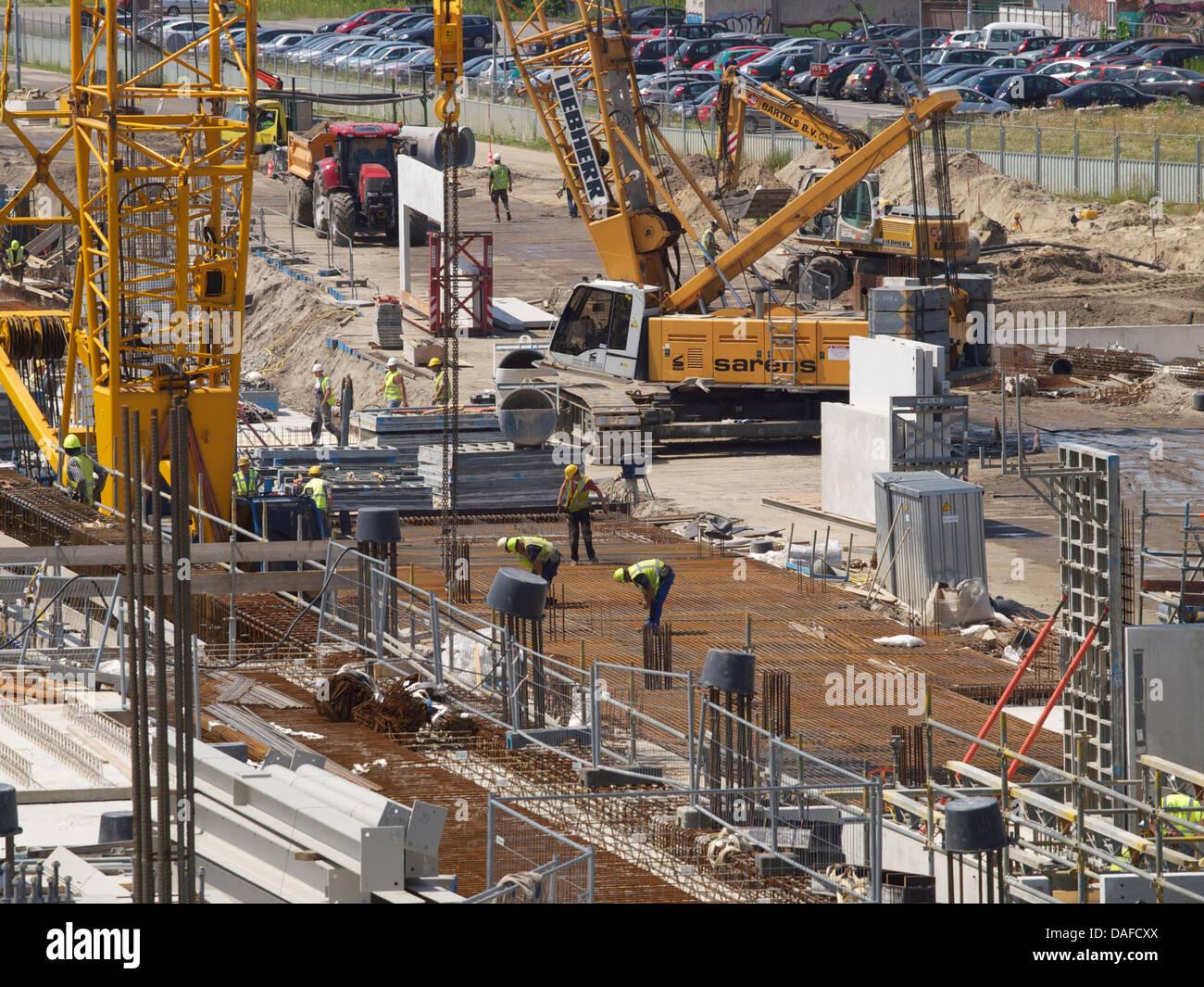 Große Bauvorhaben, der neue Bahnhof von Breda, Niederlande, mit vielen Menschen gearbeitet. Stockbild