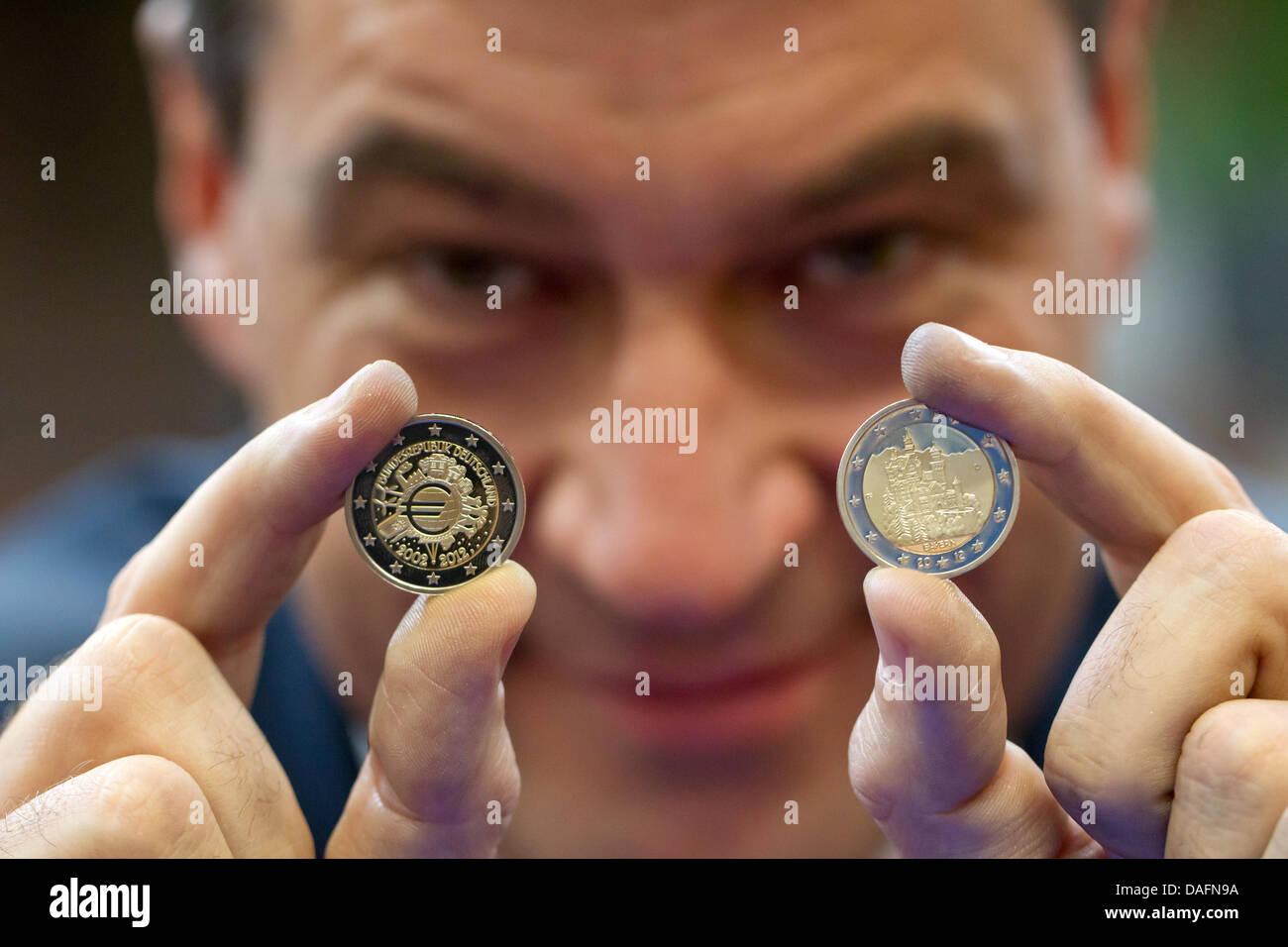 Der Bayerische Finanzminister Markus Soeder Sieht Die Beiden Neuen