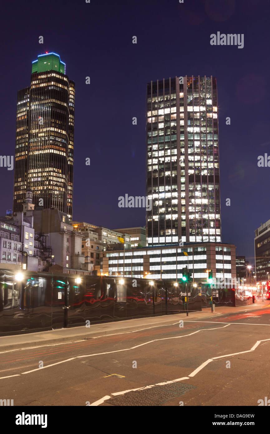 Kamille-Straße in der Nacht das Finanzviertel, The City of London, England Stockbild