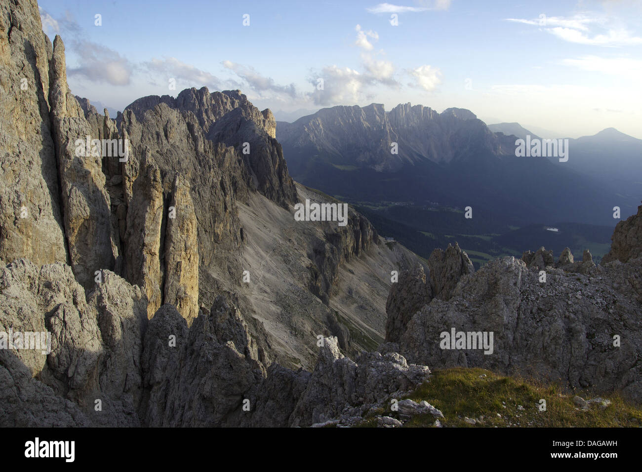 Klettersteig Rosengarten : Blick vom santnerpass klettersteig zur felswand der
