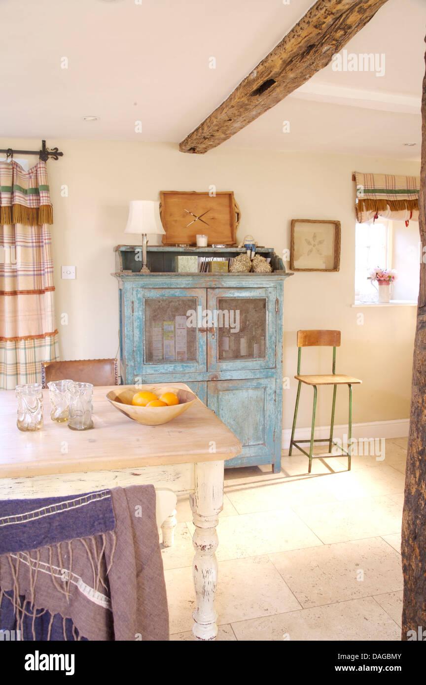 Distressed Cottage Stockfotos & Distressed Cottage Bilder - Alamy