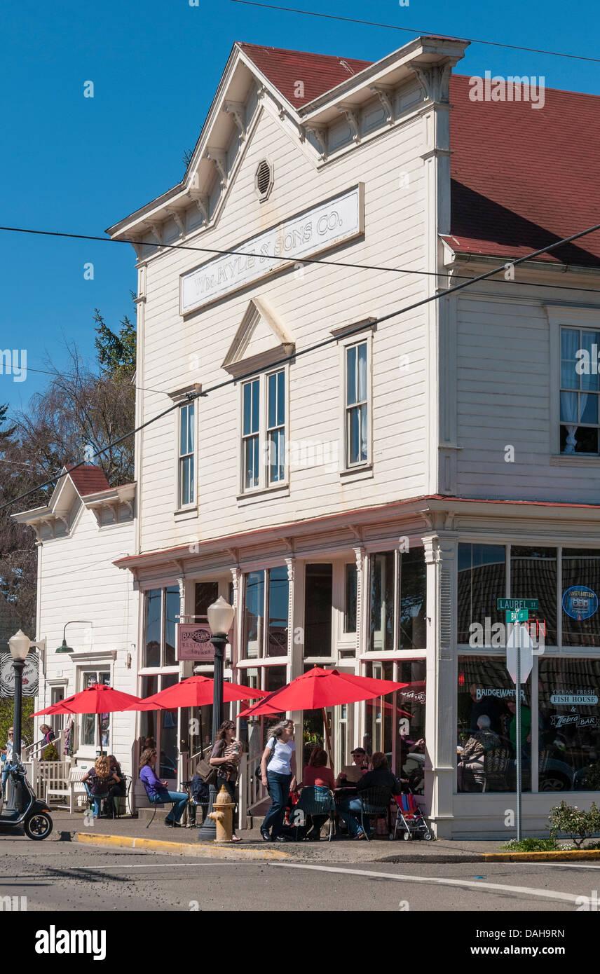Bridgewater Restaurant und Kyle & Söhne Gebäude, alte Stadt Florenz, Oregon. Stockbild