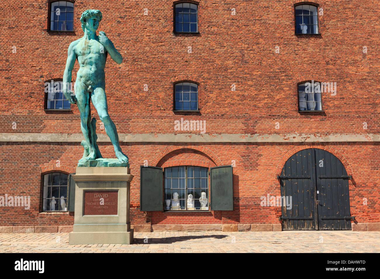 Replik Michelangelos Statue des David außerhalb der Royal Gipsgusssammlung aufbauend auf Langelinie Promenade Stockbild