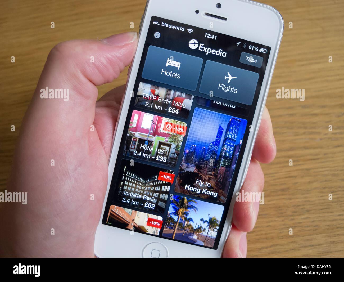 Mit Expedia app buchen Reisen auf weißes iPhone 5 smartphone Stockbild