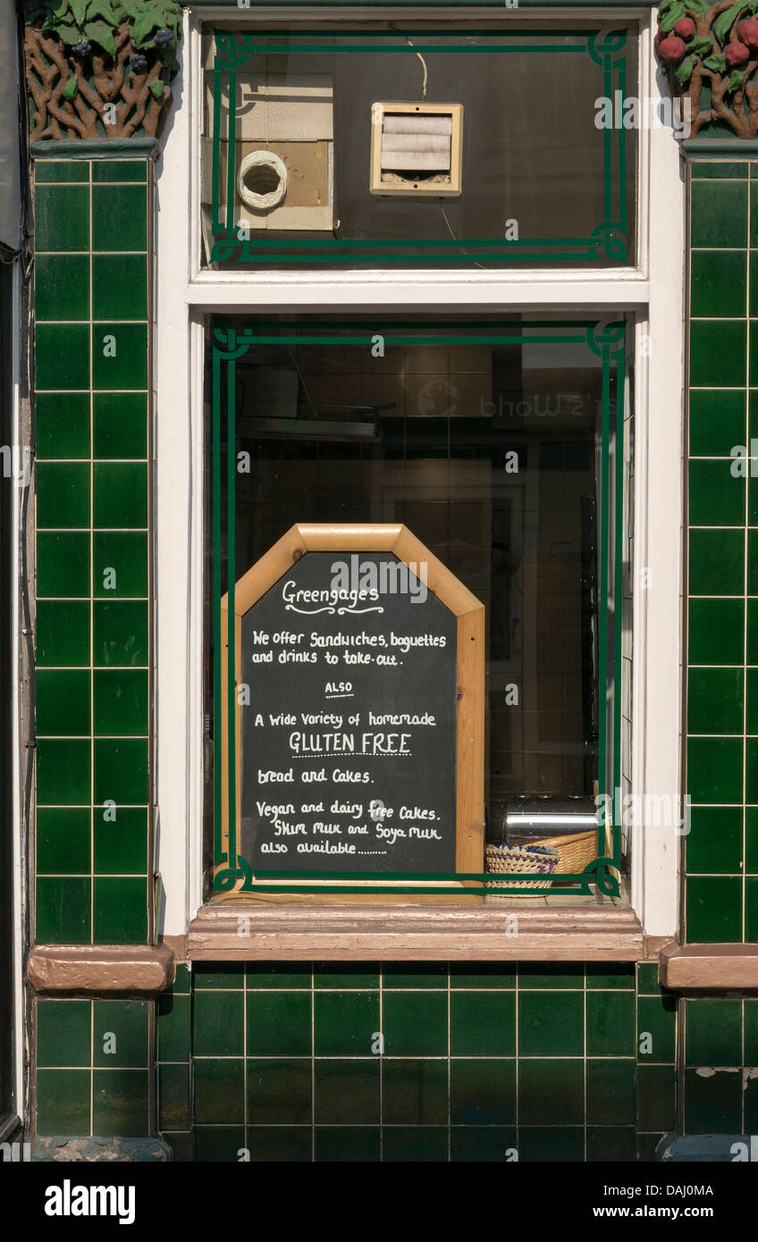 Kreide Tafel Bekanntmachung Im Restaurant Fenster Umgeben Von Grunen