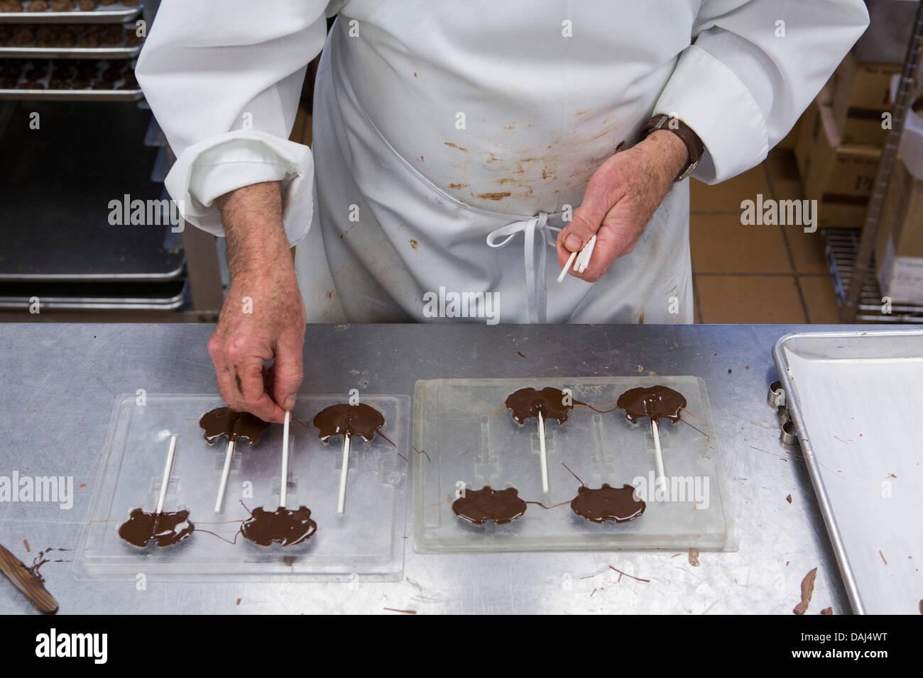 Chocolate Factory Production Stockfotos & Chocolate Factory ...