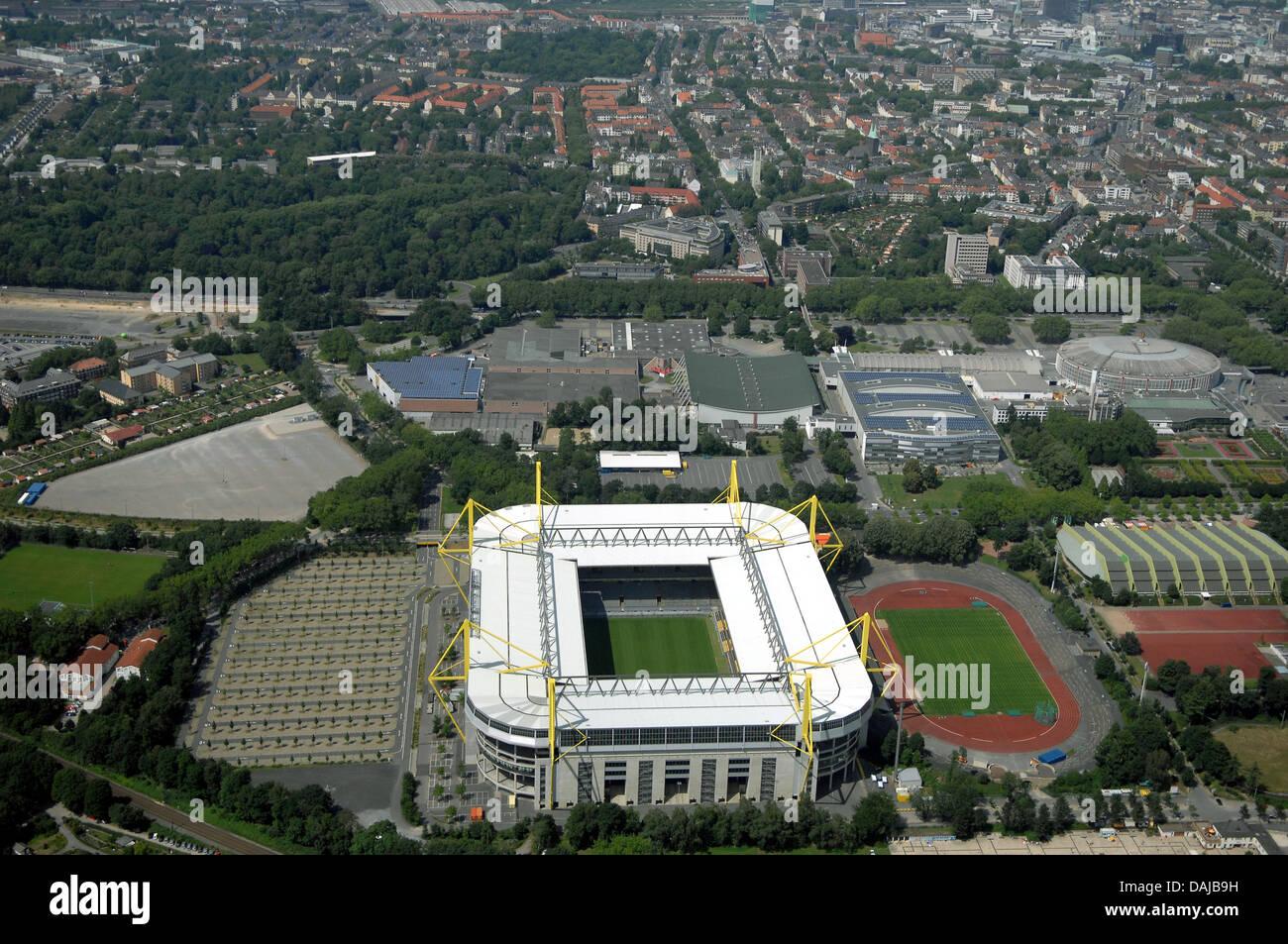 Eine Archivfoto vom 30. Juni 2008 zeigt das Fußballstadion der deutschen Bundesliga Fußballmannschaft Borussia Dortmung, Stockfoto
