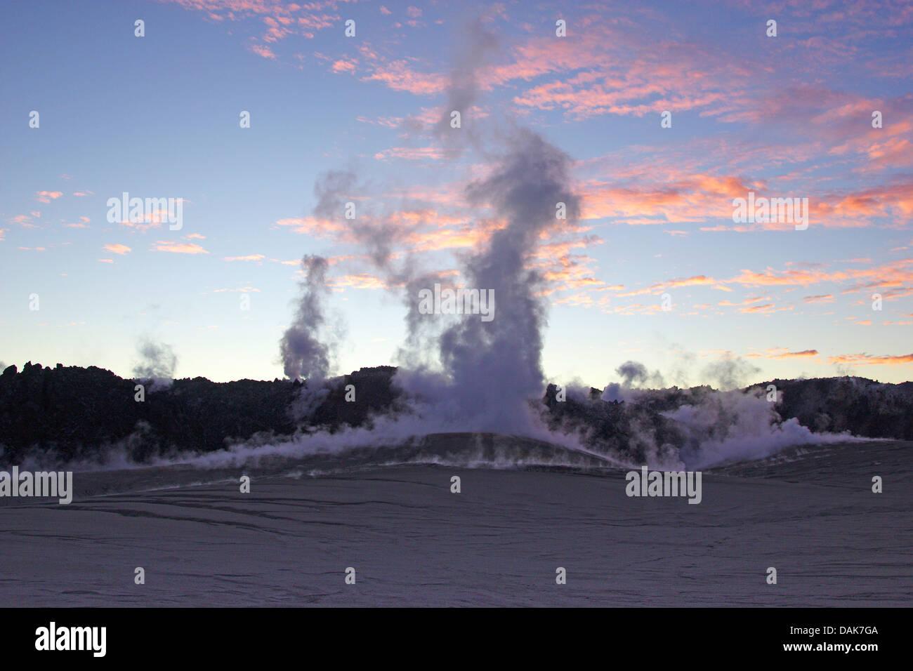 Fumarole und Lavastrom, Kordon Cualle am Puyehue am Abend Licht, Chile, Patagonien Stockbild