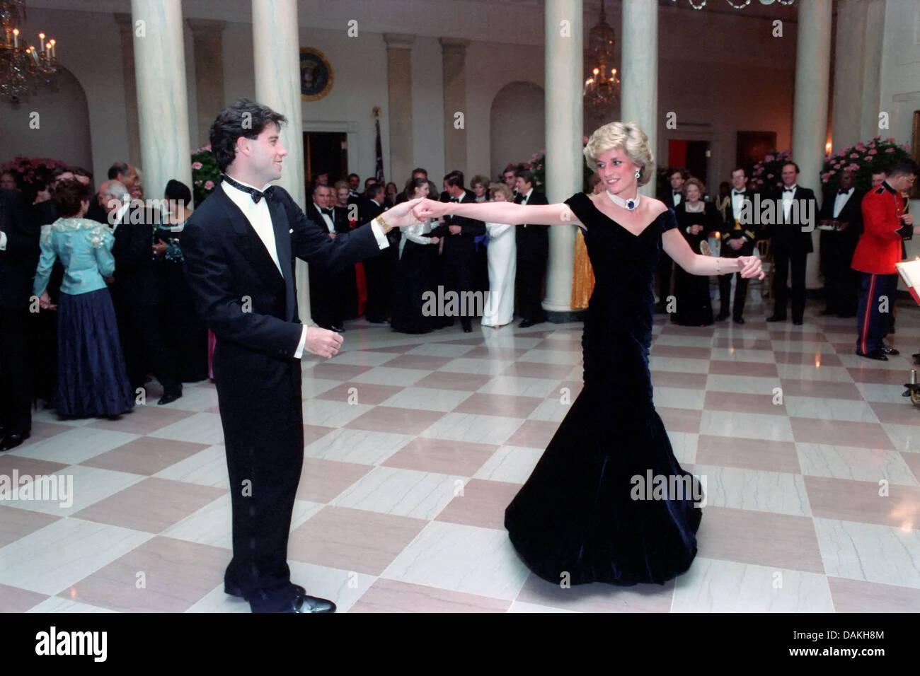 Diana, Princess of Wales Tänze mit dem Schauspieler John Travolta beim White House Gala Dinner 9. November 1985 in Washington, DC. Stockfoto