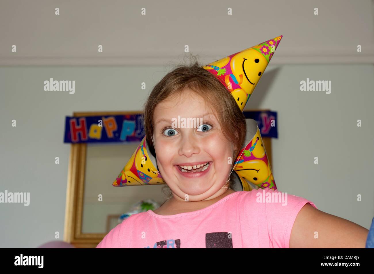 Junges Madchen Verruckt Aufgeregt Am Geburtstag Party Lustig Voll